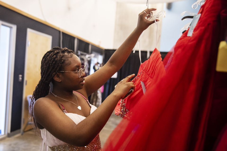 Hundreds of teens find free prom dresses at Cinderella Project