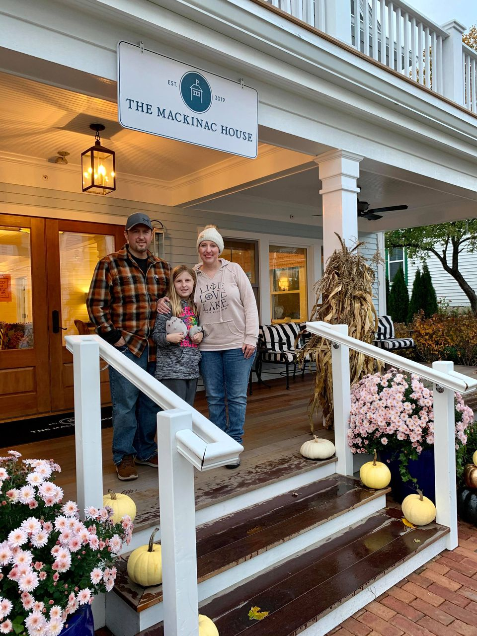 Mackinac Island 'angels' create dream vacation for woman with cancer