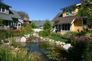 Crystal Mountain cottages at water's edge
